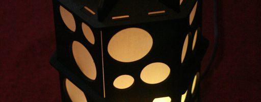 Würfelturm mit Beleuchtung